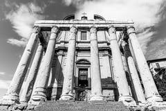 Tempel av Antoninus och Faustina, Roman Forum, Rome, Italien arkivbild