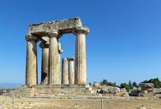 Tempel av Apollo i forntida Corinth, Grekland Royaltyfri Bild
