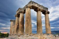 Tempel av Apollo i forntida Corinth Grekland Arkivbilder