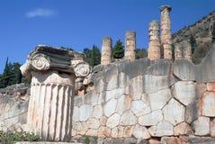 Tempel av Apollo på den arkeologiska platsen för Delphi orakel Arkivbilder