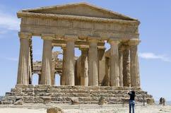 Tempel av Concordia i Agrigento, Italien royaltyfri fotografi