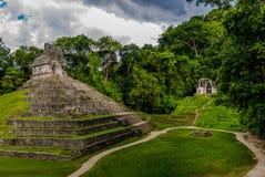 Tempel av den arga gruppen på mayan fördärvar av Palenque - Chiapas, Mexico Arkivbilder
