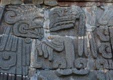 Tempel av den befjädrade ormen i Xochicalco mexico royaltyfria foton