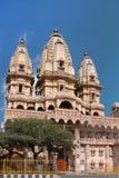 Tempel av den hinduiska komplexa Chattarpur mandiren Arkivbild