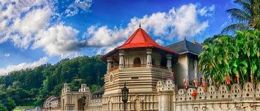 Tempel av den sakrala tandreliken, Kandy Sri Lanka Royaltyfri Fotografi