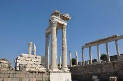 Tempel av den Trajan, Pergamon eller Pergamum gammalgrekiskastaden i Aeolis, nu nära Bergama, Turkiet Arkivbilder