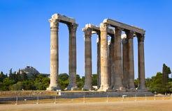 Tempel av den Zeus och Lycabettus kullen på Aten Arkivfoto