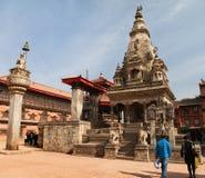Tempel av Durbar kvadrerar med folk i Bhaktapur Royaltyfri Bild