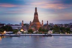 Tempel av framdelen för gryningWat Arun Temple flod Royaltyfria Bilder