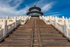 Tempel av himmel mot blå himmel Arkivfoton