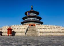 Tempel av himmelkorridoren av bönen med djupblå himmel i Peking, C Arkivbild