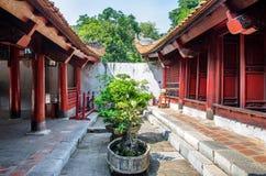 Tempel av litteratur också som är bekant som templet av Konfucius i Hanoi arkivfoto