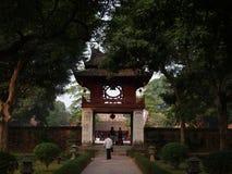 Tempel av litteratur (Van Mieu-Quoc Tu Giam), Hanoi, Vietnam Royaltyfria Bilder