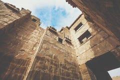 Tempel av Medinet Habu som är hängiven till Rameses III - UNESCOvärld arkivbilder