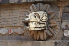 Tempel av quetzalcoatl VI som är teotihuacan Arkivbilder