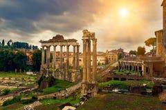 Tempel av Saturn och forum Romanum i Rome Fotografering för Bildbyråer