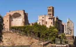 Tempel av Venus och Roma och basilikadi Santa Francesca Romana Arkivfoton