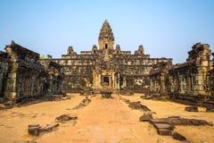 Tempel Bakong Prasat in Angkor Wat Komplex lizenzfreies stockbild