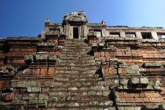 Tempel Baphuon i Angkor Arkivbilder