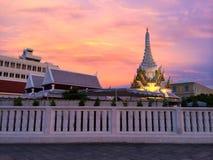 Tempel bei schönem Sonnenuntergang Lizenzfreies Stockfoto
