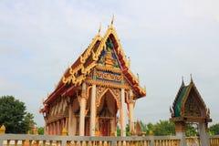 Tempel bei Wat Phon Thong Stockfoto