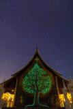 Tempel bij nacht met melkachtige manier Stock Fotografie