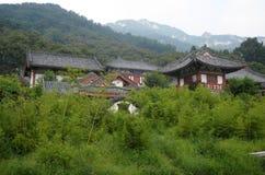 Tempel bland bambuträd Royaltyfri Fotografi