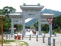 Tempel-Bogen nahe Riesen Buddha Stockbilder
