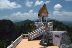 Tempel bovenop berg, Thailand Royalty-vrije Stock Foto