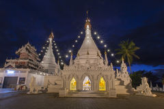 Tempel Dämmerungshimmel Wat Phra That Doi Kongs MU in Mae Hong Son Stockbild