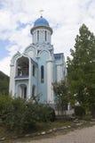 Tempel das weibliche Kloster Märtyrer Huara-Dreiheit-Georgievsky in Adler-Bezirk Krasnodar-Region Lizenzfreie Stockbilder