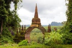 Tempel in de wildernis Thailand Stock Foto