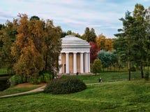 Tempel der Freundschaft Landschaft mit Palast bei goldenem Autumn Time Lizenzfreie Stockfotografie