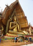 Tempel der Höhle des Tigers Wat Tham Khao Noi Goldenes Buddh Lizenzfreie Stockfotografie