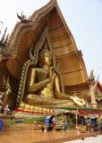 Tempel der Höhle des Tigers Wat Tham Khao Noi Goldenes Buddh Stockfoto
