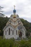 Tempel der Ikone unserer Dame Soothe My Sorrows im weiblichen Kloster der Dreiheit-Georgievsky im Dorf Lesnoye, Adlersky-Bezirk K Lizenzfreies Stockbild