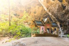 Tempel die van hoop met warm licht binnen bij dit bhuddist stromen shr royalty-vrije stock fotografie