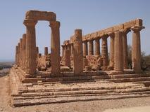 Tempel door het overzees stock foto's