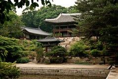 Tempel door meer en bosSeoel Zuid-Korea Azië royalty-vrije stock afbeelding