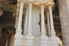Tempel einer Hampi Vittala der musikalischen Säule, die verschiedene Töne gibt, während sie geklopft wird Stockfotografie