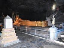 Tempel en van Boedha standbeelden in Thailand, godsdienst royalty-vrije stock afbeelding