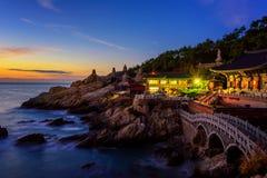 Tempel en zonsopgang in Busan-stad in Zuid-Korea Stock Foto's