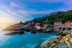 Tempel en zonsopgang in Busan-stad in Zuid-Korea Royalty-vrije Stock Foto