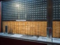 Tempel för 寺 för ‰ för  för Sensoji æµ… è, Tokyo, Japan Omikuji legitimationshandlingar Arkivbild