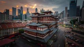 Tempel för Buddhatandrelik på soluppgång i den Kina staden arkivfilmer