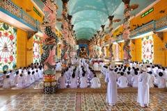 Tempel för Cao Dai i Vietnam, böntid royaltyfri fotografi