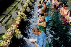 Tempel för heligt vatten i Bali arkivbild