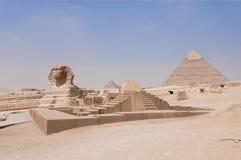 tempel för khafrpyramidsphinx royaltyfri bild