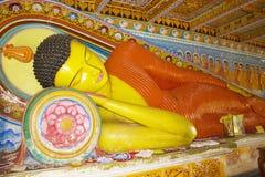 tempel för staty för sri för buddha isurumuniyalanka Arkivbild