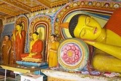 tempel för statyer för sri för buddha isurumuniyalanka Royaltyfri Fotografi